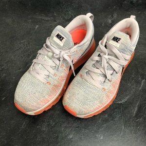 Nike Womens FlyKnit Max Size 8 Mauve